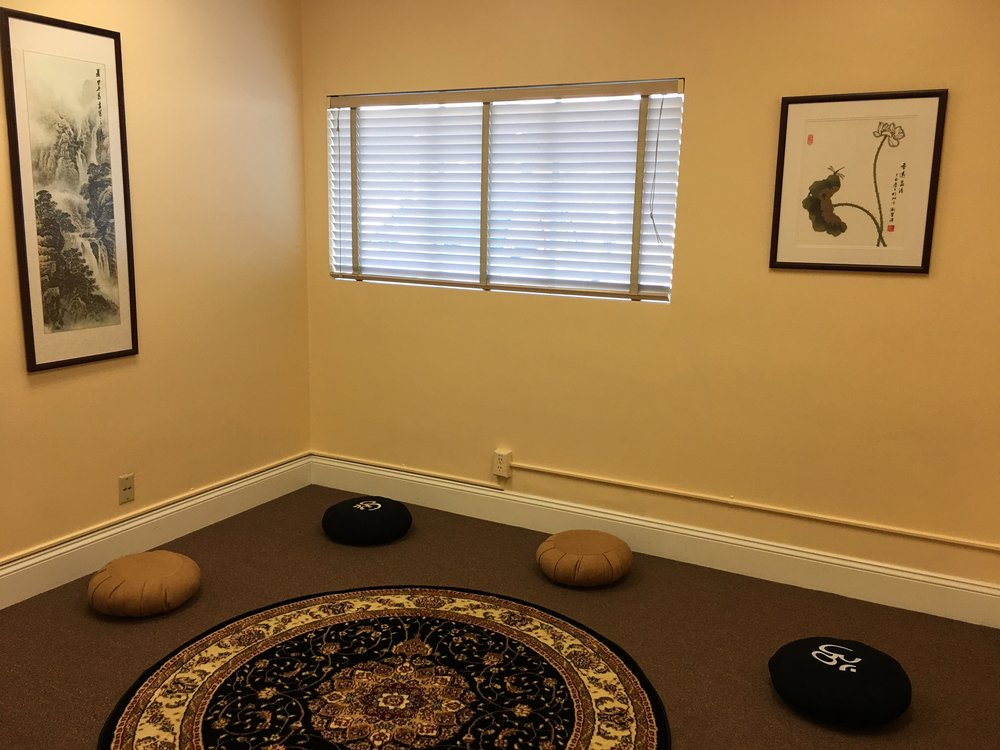 Group Qi field healing room