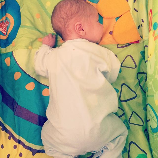 Tummy time at one week #plagiocephalyprevention #quietalert