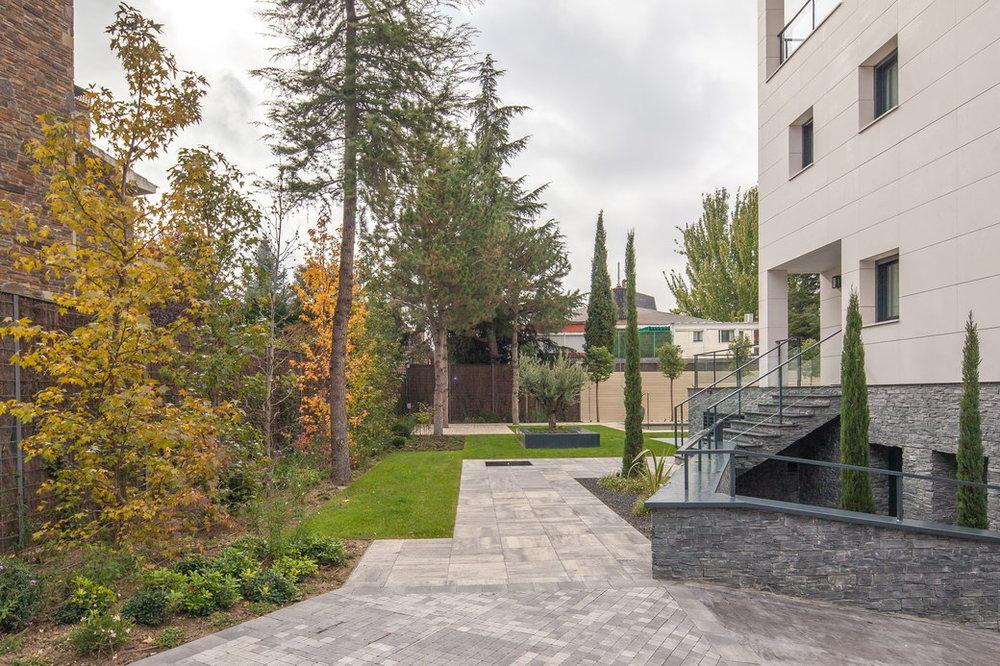 juancasla-paisajismo-jardin-vivienda-madrid-03.jpg