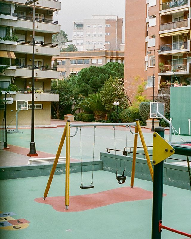 Views near and around Park Güell, Barcelona 🎞 #portra400 . . . . . . . . . #filmphotog#film#filmxdead#filmmaker#filmphoto#ishootfilm#filmphotogtheday#analog#analogfeatures#theanalogclub#kodak#kodakfilm#broadmag#rentalmag#somewheremagazine##hurtlamb#vscocam#vsco#naturallight#capturethelight#50mmfilm#thecreatorclass#pentax#portra400film