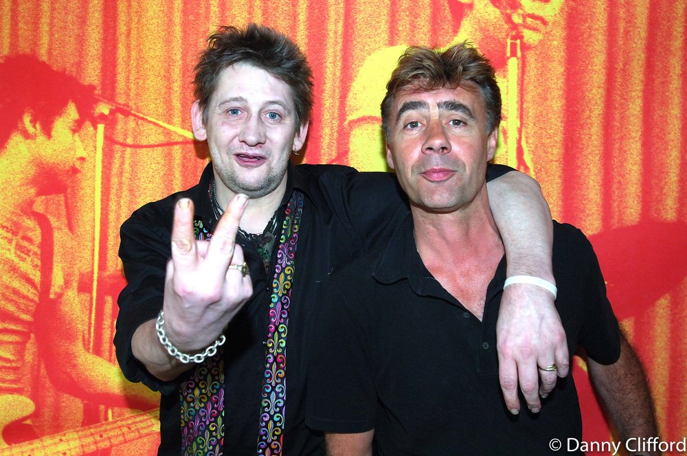 I took Glen Matlock (Sex Pistols) to meet Shane at a sleazy north London pub. Funnily enough, the photo behind then has Glen to the left of Shane. That was when Glen was originally in the Sex Pistols.