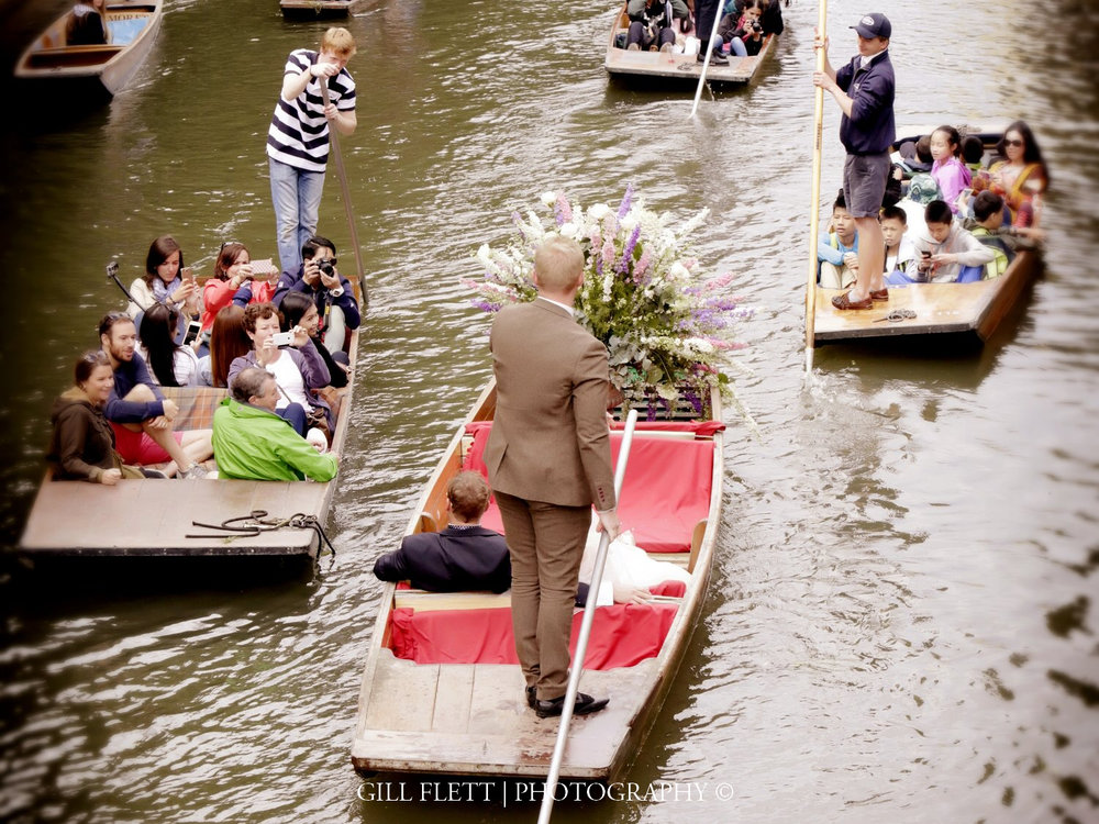 cambridge-bride-groom-puntingmathamatical-bridge-cambridge-summer-wedding-gill-flett-photo.jpg