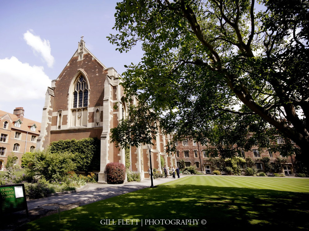 Queens-College-chapel-summer-wedding-gill-flett-photo.jpg