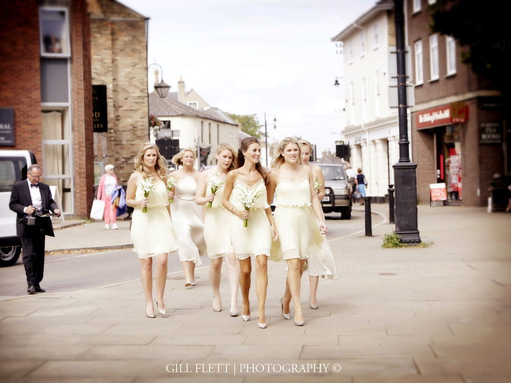ely-cathedral-bridesmaids-arrival-summer-wedding-gill-flett-photo.jpg