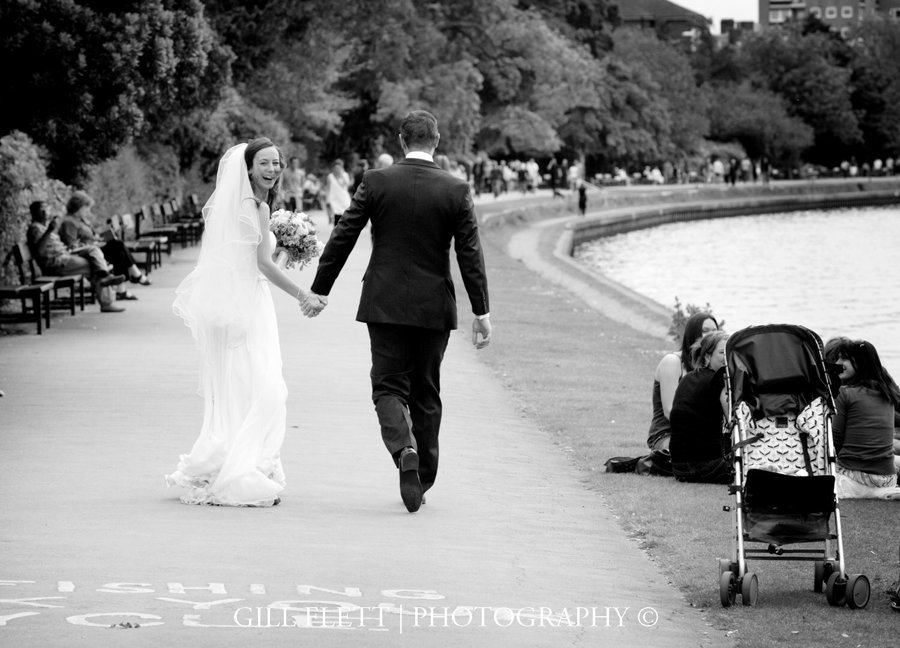 river-thames-bride-groom-gillflett-photo.jpg
