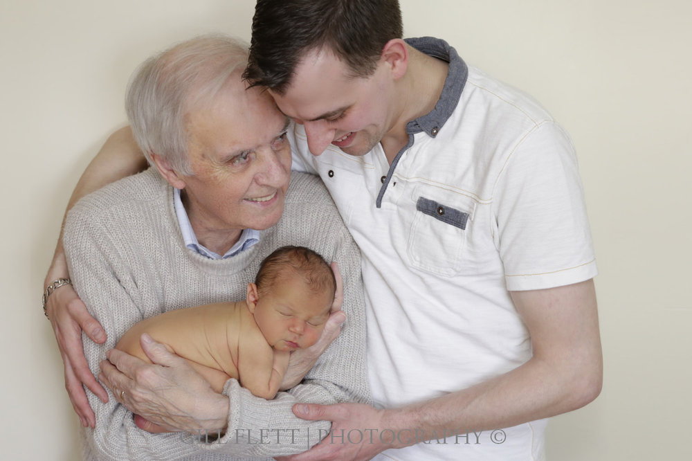 three-generations-newborn-gillflett-london-img_3803.jpg