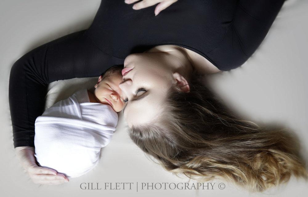 mother-lying-newborn-gillflett-london-img_3792.jpg