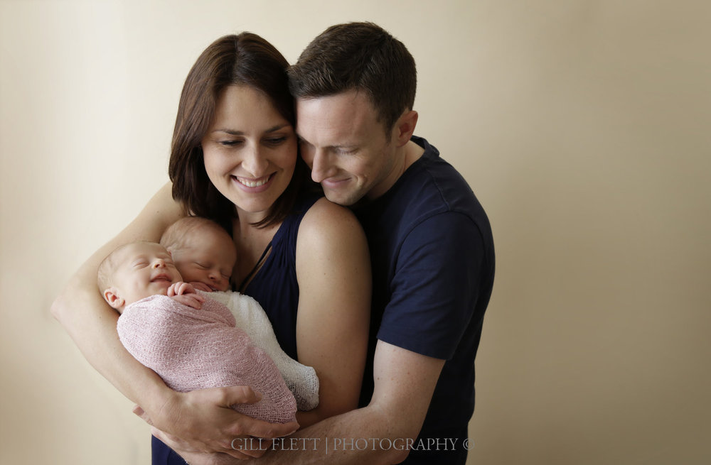 fraternal-twins-smiling-parents-arms-gillflett-london.jpg