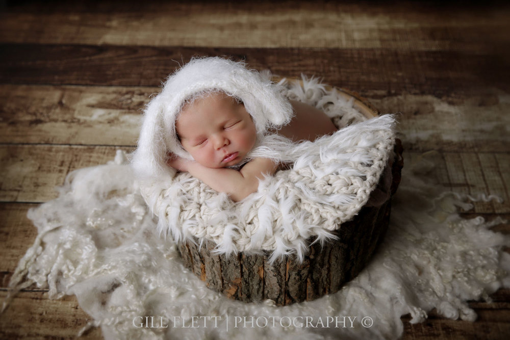 newborn-boy-tree-prop-white-hat-gillflett-london.jpg