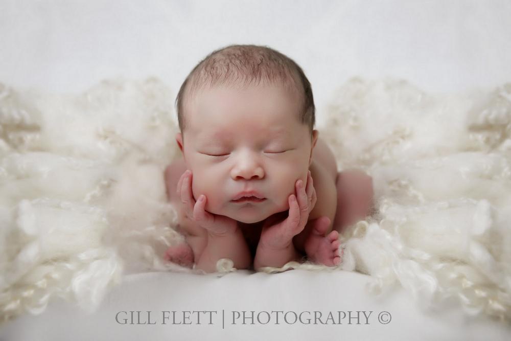 newborn-froggy-studio-gillflett-london.jpg