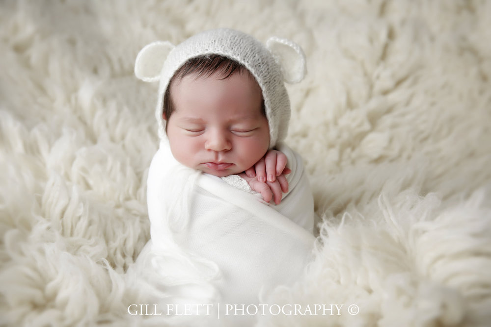 potato-sack-pose-white-newborn-girl-training-gillflett-photo_img_0006.jpg