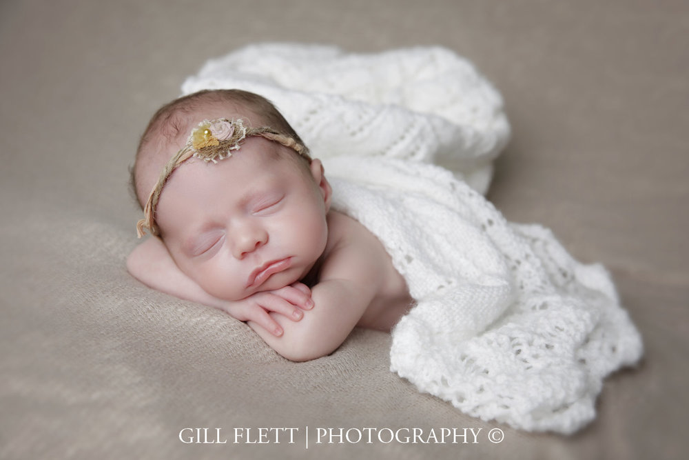 head-in-hands-newborn-girl-prem-gillflett-photo-london_img_0018.jpg