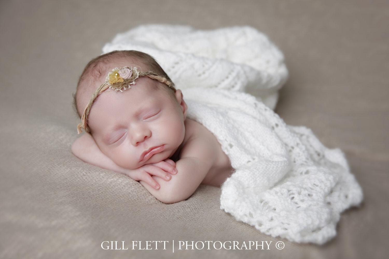 Head in hands newborn girl prem gillflett photo