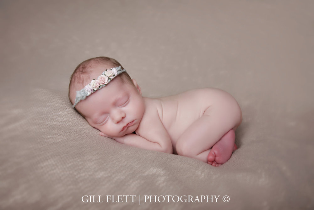 womb-pose-newborn-girl-prem-gillflett-photo-london_img_0028.jpg