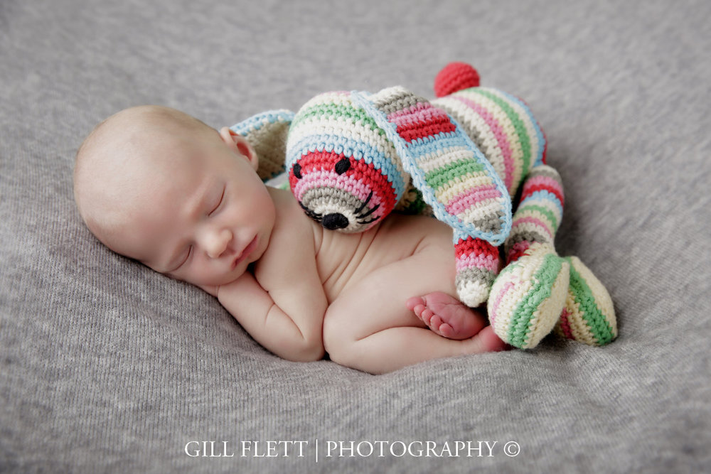 side-pose-toy-newborn-boy-gillflett-photo-london_img_0758.jpg