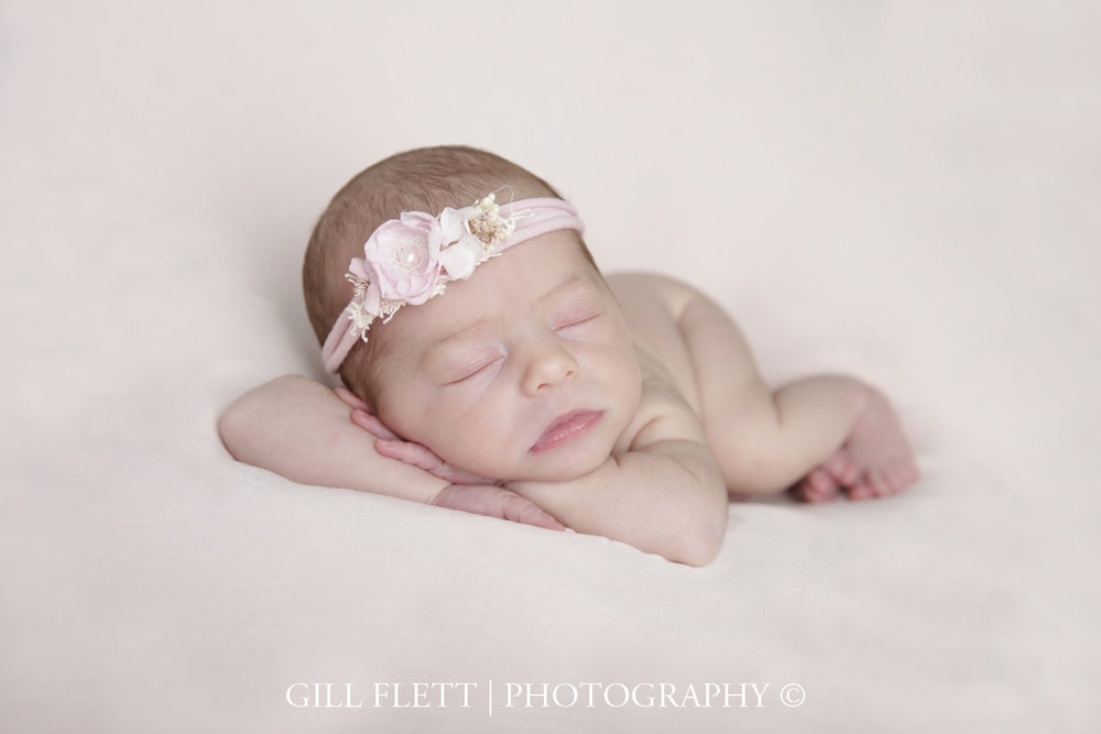 head-in-hands-pink-newborn-girl-photo-gillflett-london_img_0014.jpg