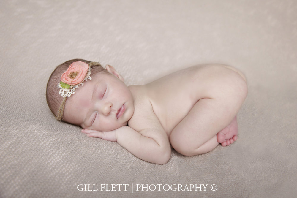newborn-girl-side-pose-gillflett-london_img_0009.jpg
