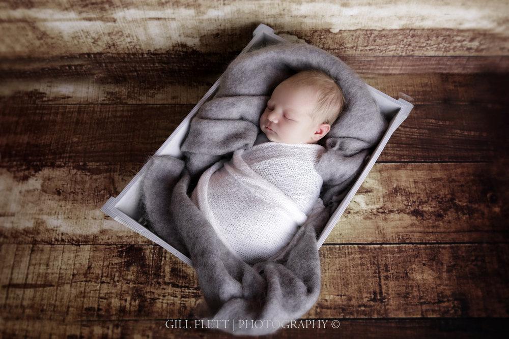 newborn-wrapped-fluff-gillflett-london_img_2193.jpg