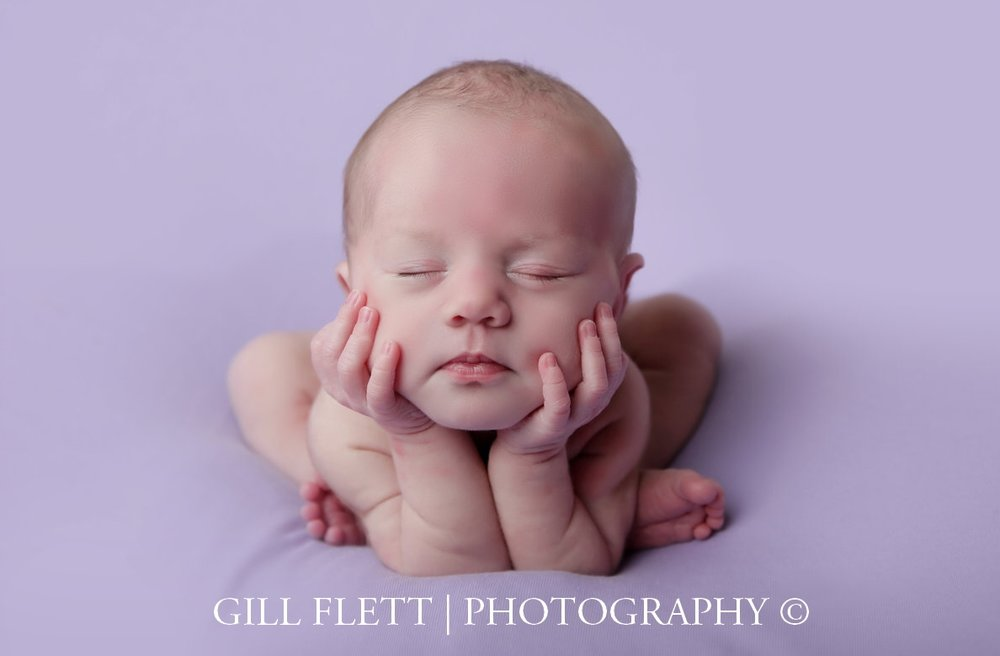 froggy-pose-newborn-lavendar-background-gillflett-photo-london.jpg