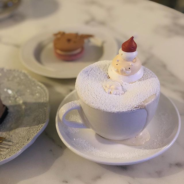 Santa enjoying a little bath in our coffee and hot choc after a busy night 🙃