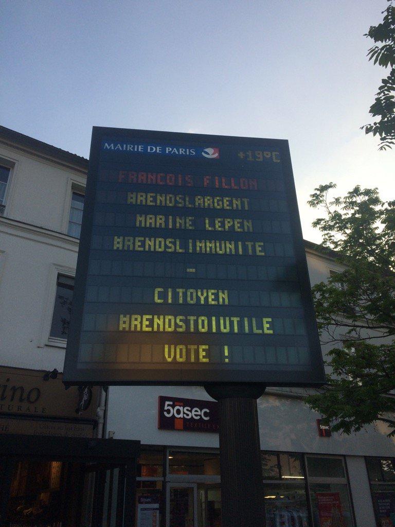 François Fillon entrega el dinero / Marine Le Pen entrega la inmunidad / Ciudadano vuélvete útil, ¡vota!