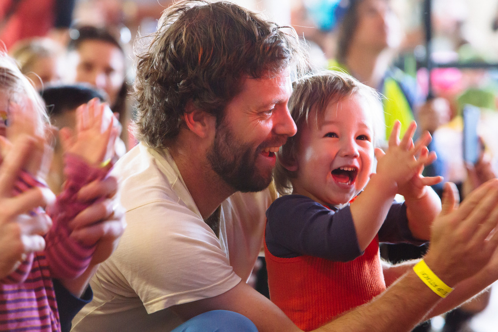 Dad and kid clapping DUA14.jpg