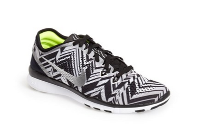 10. Wether you plan to partake in touristic discoveries and/or keep the exercising routine going while on vacation (you are my shero), packing a pair of sneaks is always a wise idea. I like these from Nikes; the black and white pattern makes it cool enough to pair it with any outfit | Nordstrom