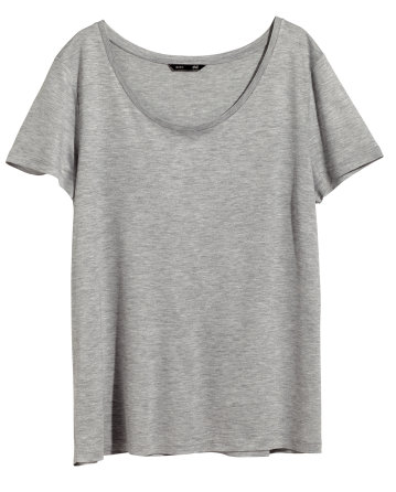 8. Plain tees are the foundation of the majority of my vacation outfits. They are versatile and most of all, plain comfortable!  Plain Tee in different colors | H&M