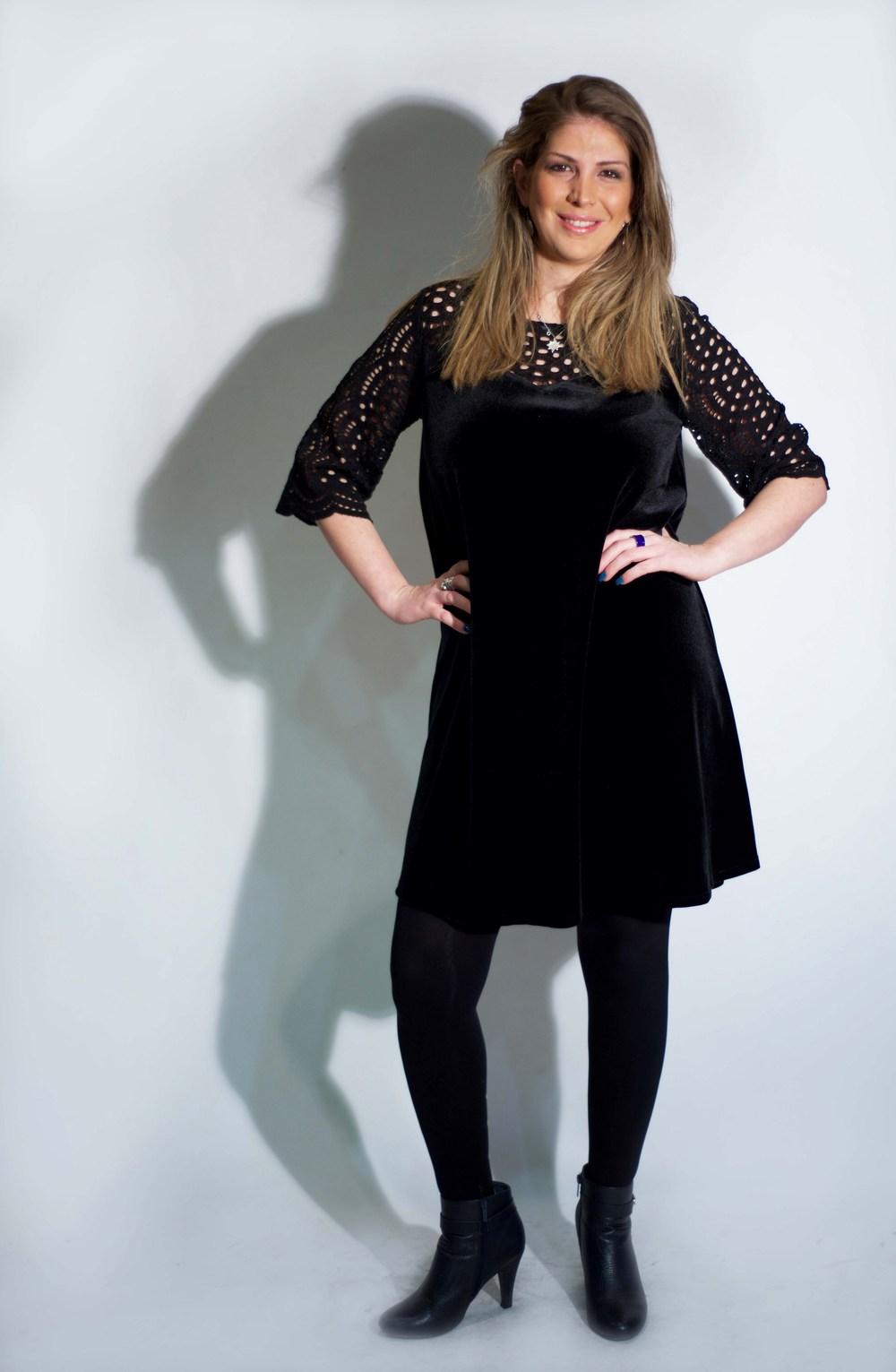 הילה שוסטר מדגמנת שמלהשל המעצבת טלי אימבר.  במכירה הגדולה רק 299 שח. בית טפר תל גיבורים 5 תא צילום מאיה שוהם (Copy).jpg