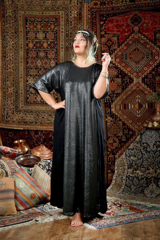 שמלת נויה סריג שחור מעוטר פסי כסף מחיר שבוע אופנה 399 שח במקום 489 מותג שני שגב צלמת נעמי ים סוף.JPG
