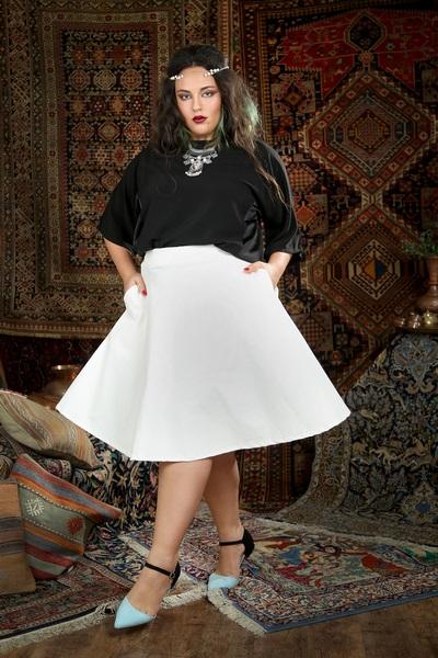 חולצת ענת שחורה 250 שח במקום 349 שח חצאית מקסיקו גרסי לבנה 250 שח במקום 329 שח צלמת נעמי ים סוף (Copy).JPG
