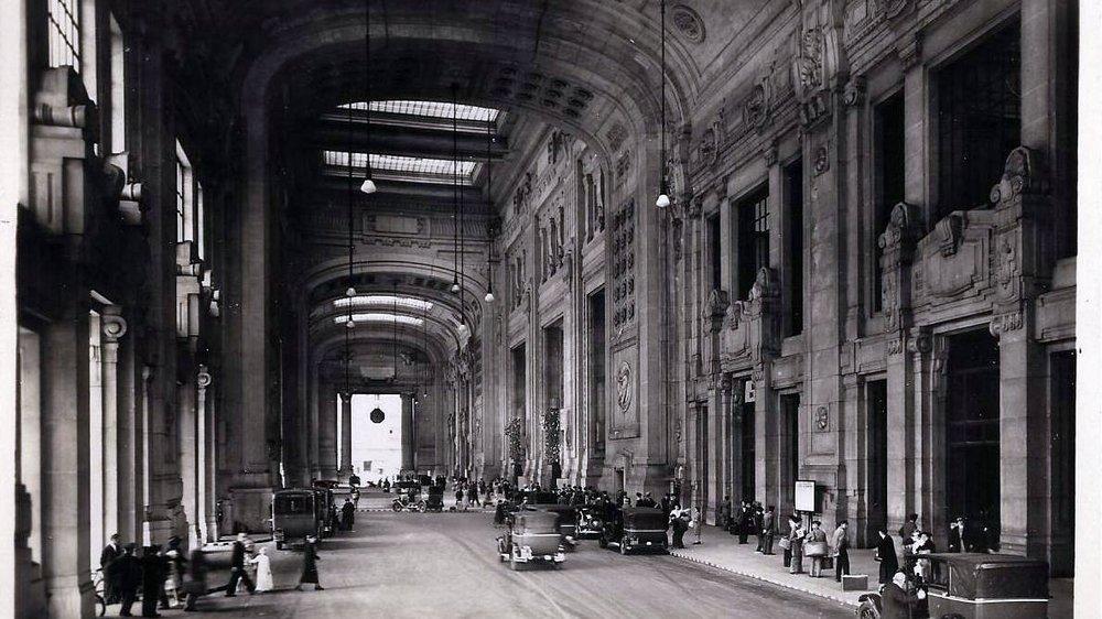 Milano,_Stazione_Centrale,_Galleria_delle_Carrozze_01.jpg