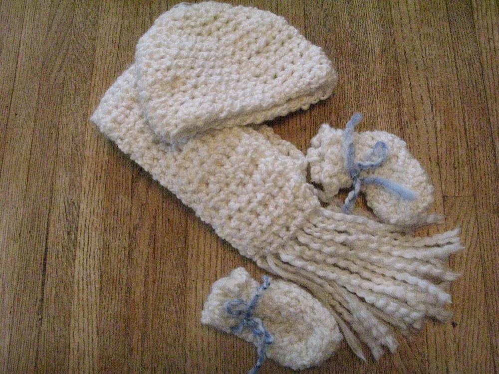 crochet-hatscarfmitten.jpg