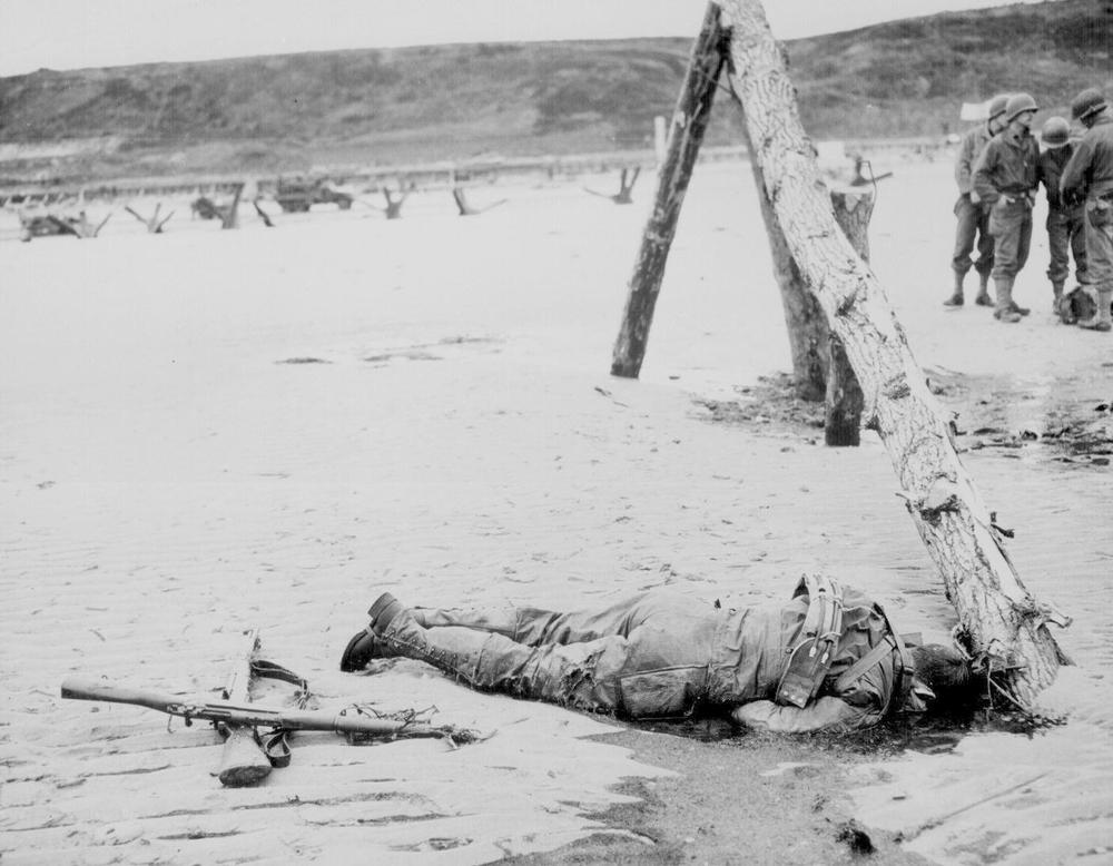Fallen soldierat Omaha Beach, Normandy - image via National Archives
