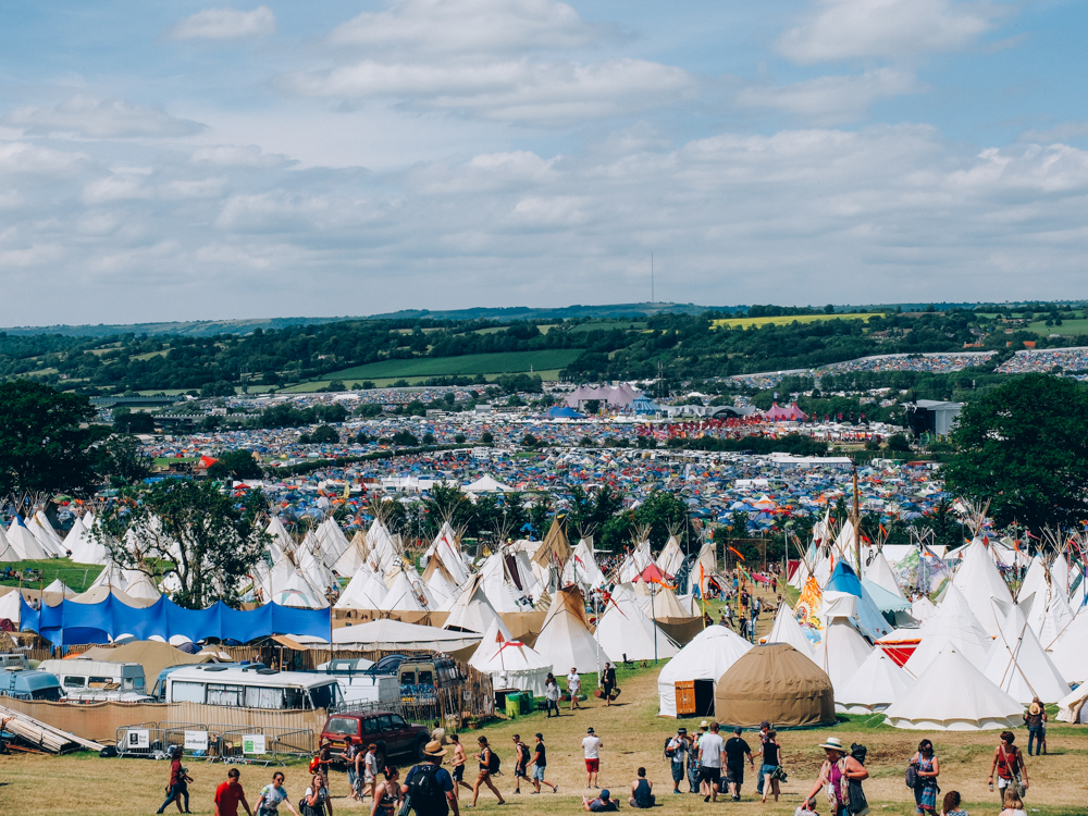 Glastonbury 2015 in Photos: The walk down from Worthy View to the festival