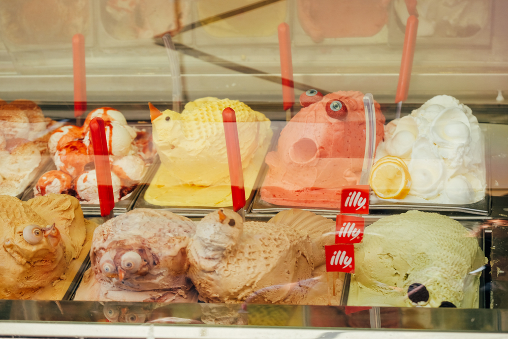Not the best photo I know but one has to respect this ice-cream display!
