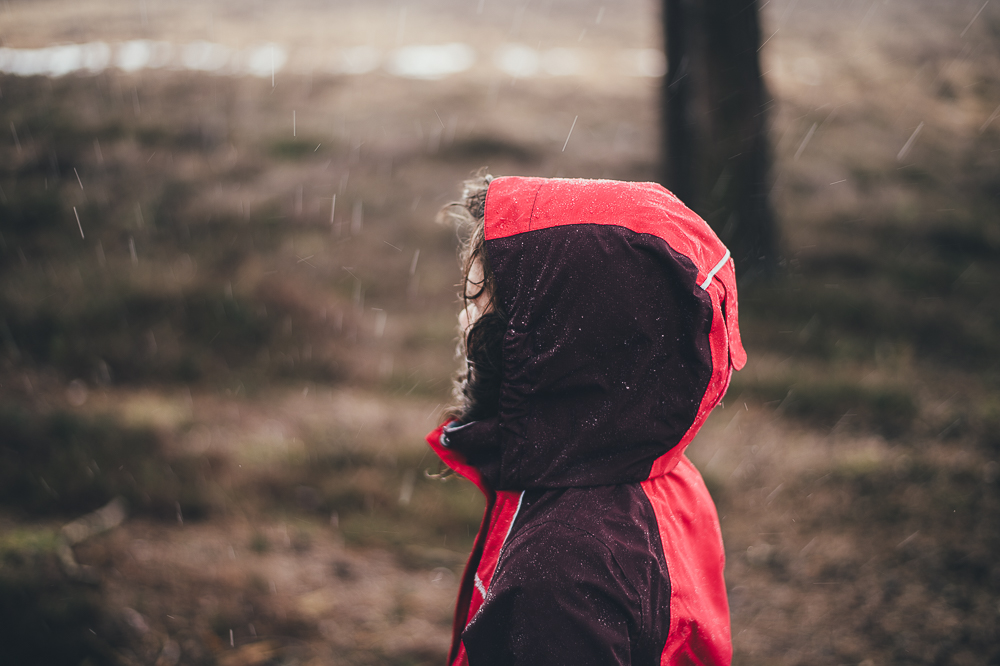 Child in the rain, photo by Annie Spratt, mammasaurus.co.uk