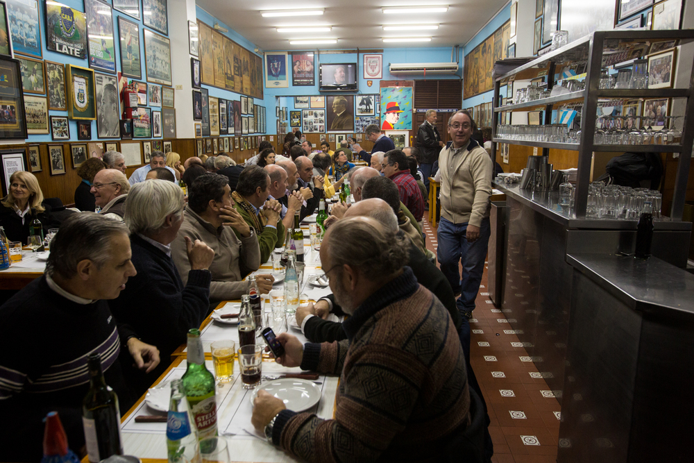 Friendship Day at Pizzeria El Cuartito - Buenos Aires