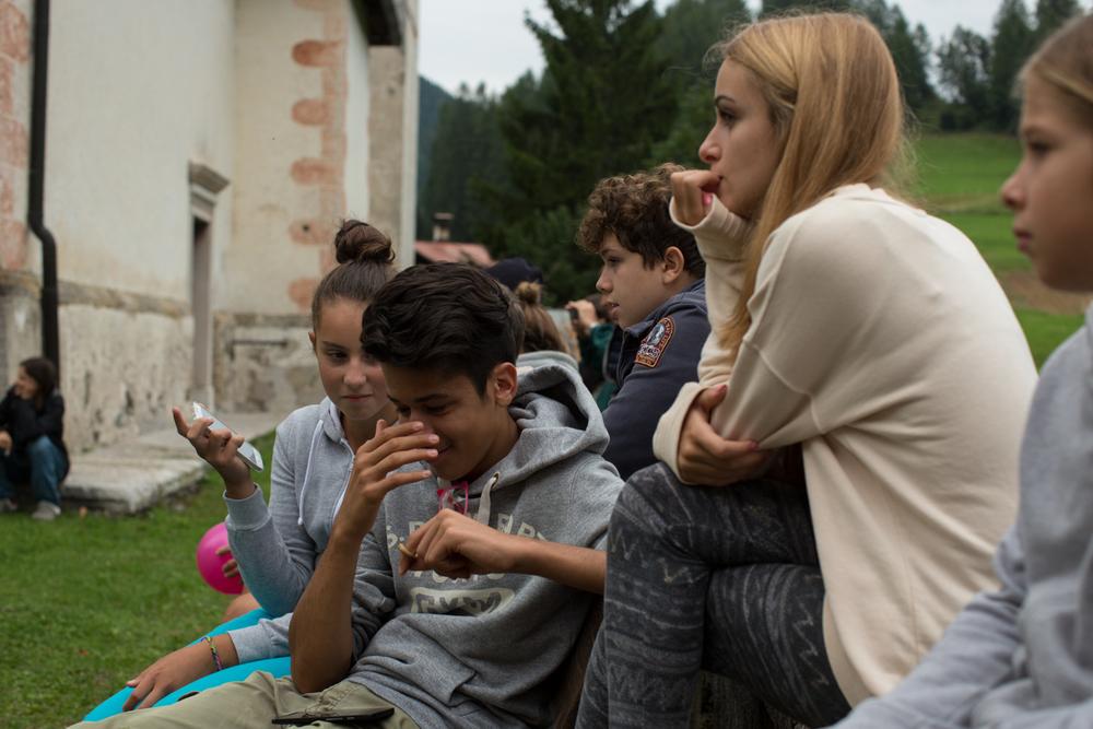 Teens awaiting a performance, Vinigo