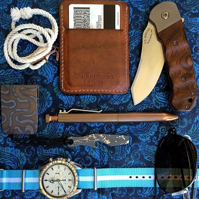 karaskustoms :     Copper Bolt #repost   📷 @gtoblade  #edc #everydaycarry #americanmade #karaskustoms #pocketdump (at Oregonos)
