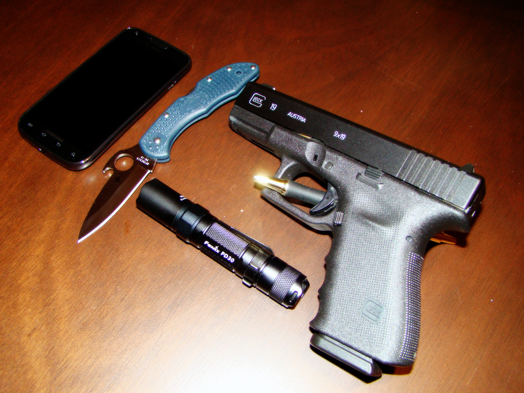 "edcdump: An alternative ""change-up"" to my EDC setup… -Glock 19 w/ a few mods -Spyderco Delica 4 Wave -Fenix PD30 Flashlight -Samsung Galaxy S 2 4G"