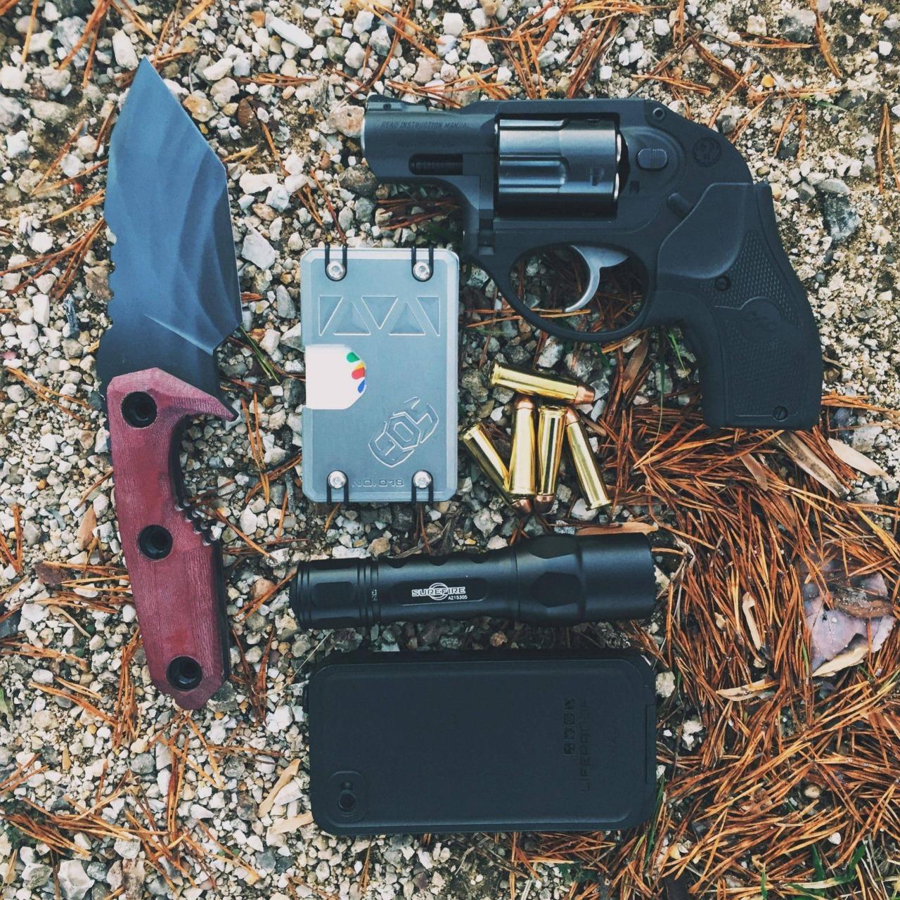 epicedc :     M/24/TN/ Revolver day  http://ift.tt/1q1reqz  via /r/edc