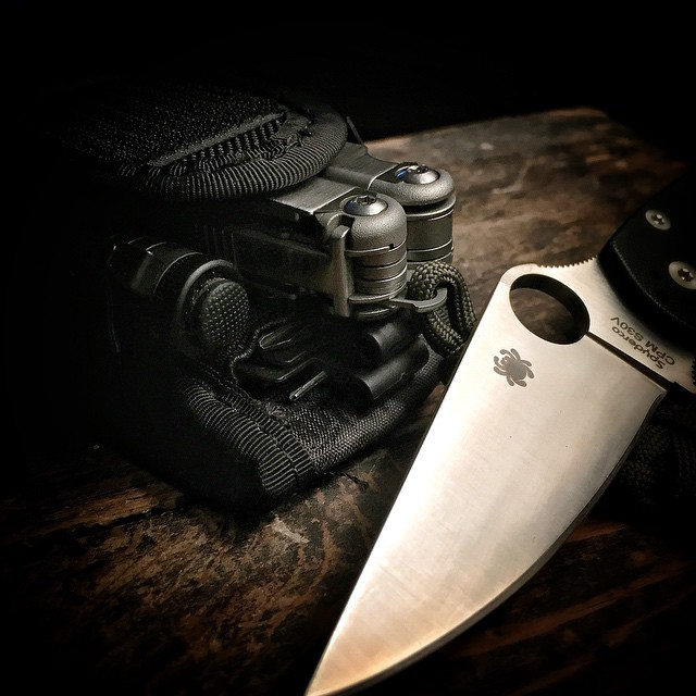 bugoutchannel :     This is my go to #EDC 👊💪🇺🇸 #spyderco #leatherman #wave #leathermanusa #leathermanwave #streamlight #microstream #bitkit #paramilitary2 #pm2 #everydaycarry #dailycarry #dailybadass #dailyedcpics #dailyknifepics #knives #knives #knifepics #knifeporn #knifenut #knifefanatics #knifestagram #usn #survival #prepping