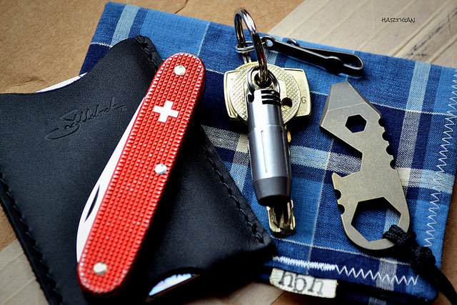 hartigan-69 :      EDC 10 1 15  on Flickr.  Saddleback wallet  Victorinox Alox Solo  Keys / QuantumDD, MunroeDTS  G5 Bandicoot  Hank by HanksbyHank