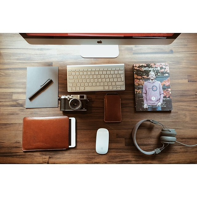 livingby :     Workstation via @volkanolmez #minimalist #everydaycarry