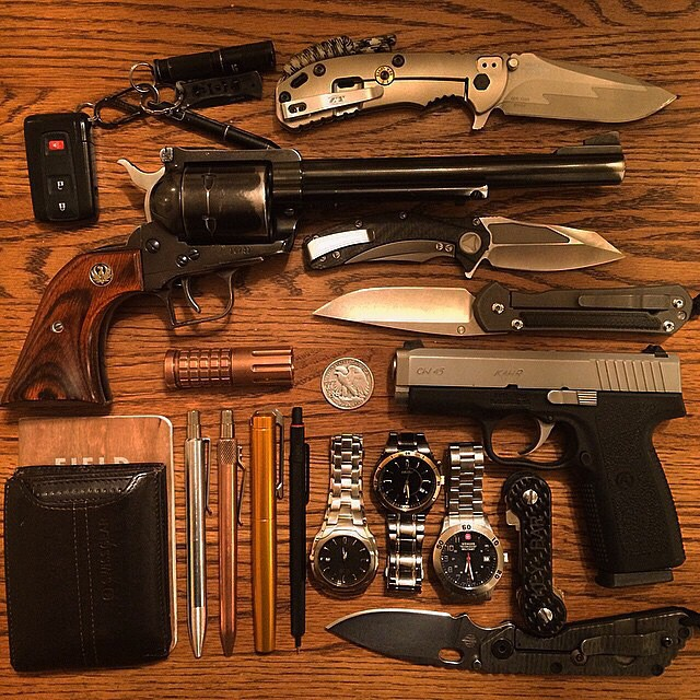 gunsdaily: @everydayarsenal #weekdump #weeklydump #zerotolerance #chrisreeve #marfione #strider #ruger #kahr #karaskustoms #keybar #wenger #seiko #citizen #maratac #fieldnotes #minibolt #swissgear #sog #pocketdump #everydaycarry #edc #notarave #hippierepellent