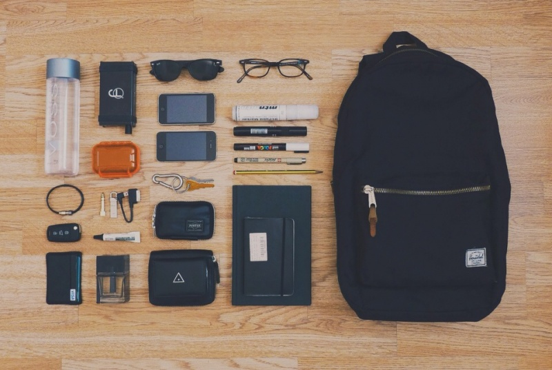chensio :     Backpack daily essentials. (via  Chensio | VSCO Grid )