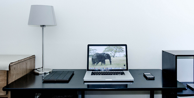 appleporn: Workspace by Sarvesh P on Flickr.