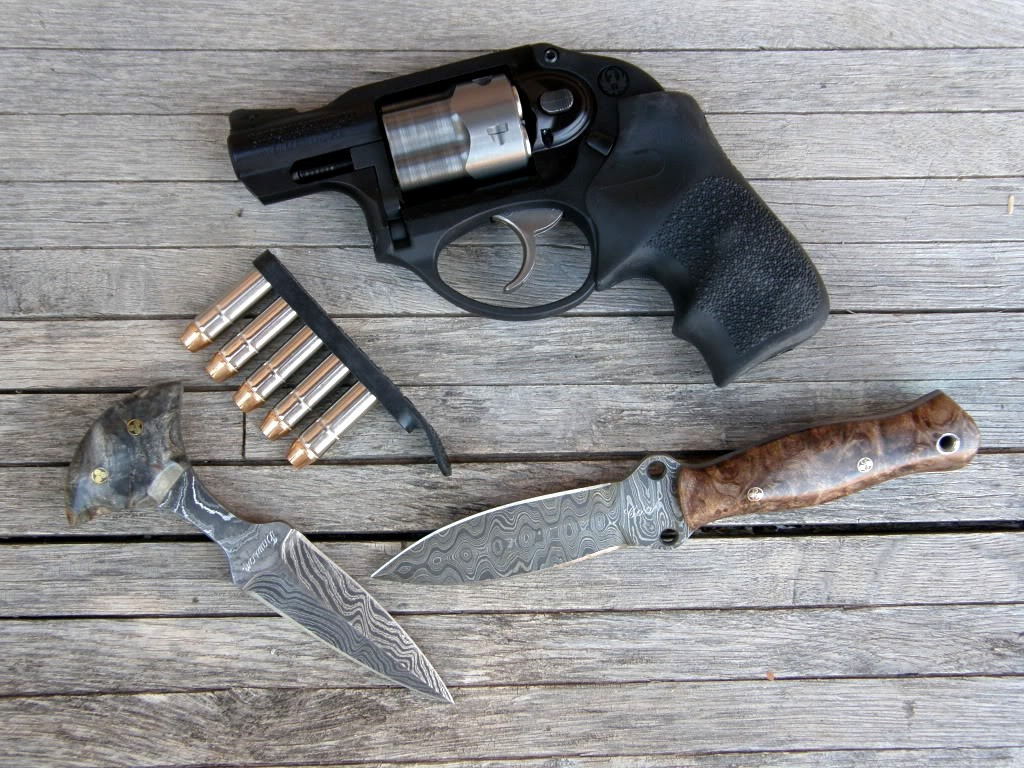 gunsknivesgear: Ruger LCR. Love the little push knife on the lower left.