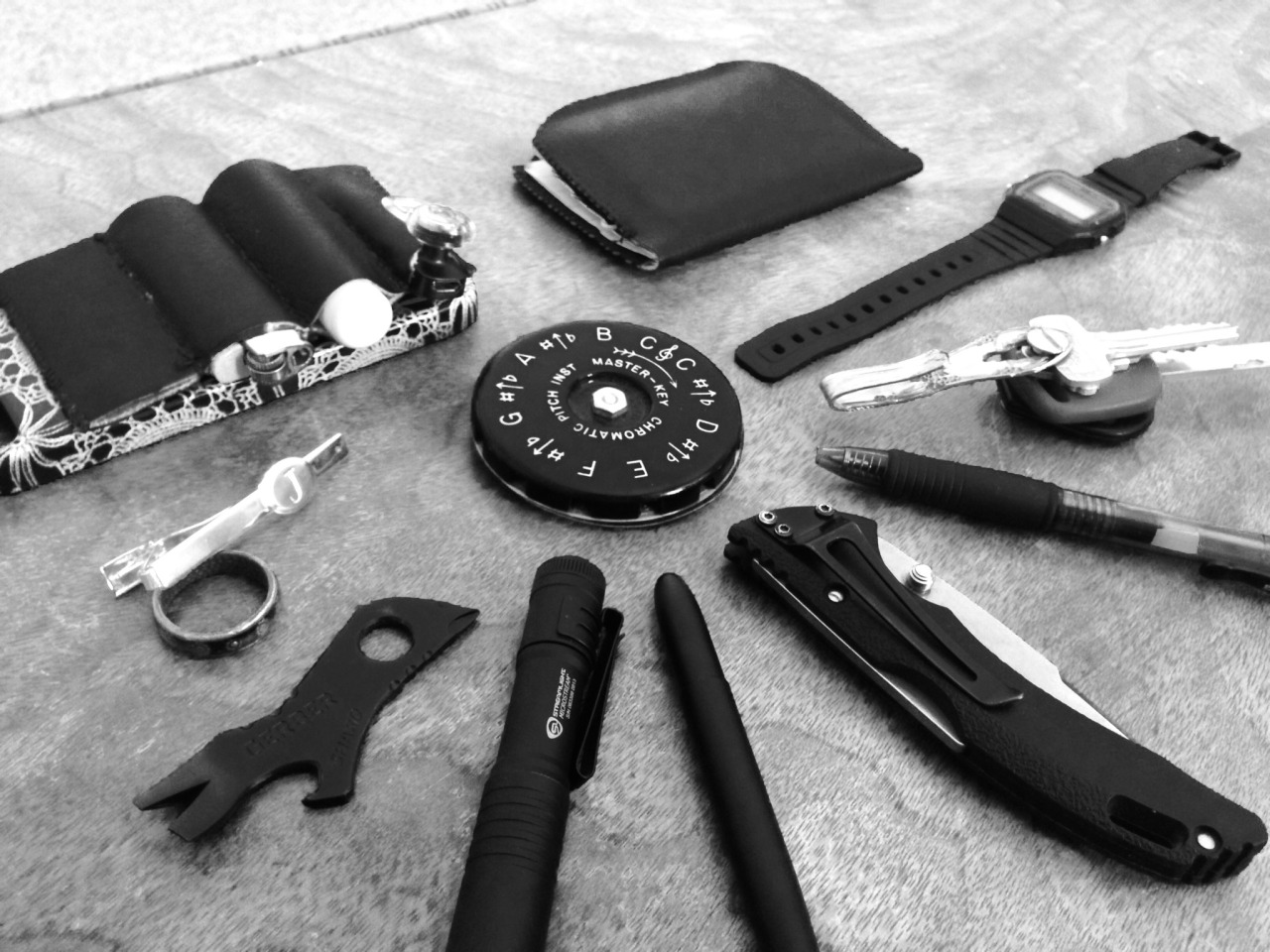 everydaycarry: Master-Key Chromatic pitch pipe Self-made pocket organizer with lighter, lip balm, Bluetooth earpiece Cheapo iPhone 5 case Tie Clip Wedding band Gerber Shard Read More http://www.dailycarry.co